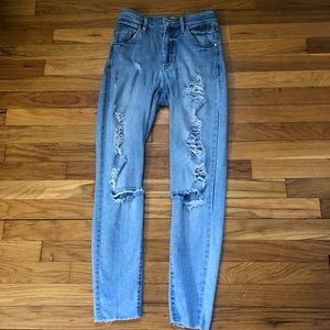GUESS HIGH WAISTED MOM JEANS